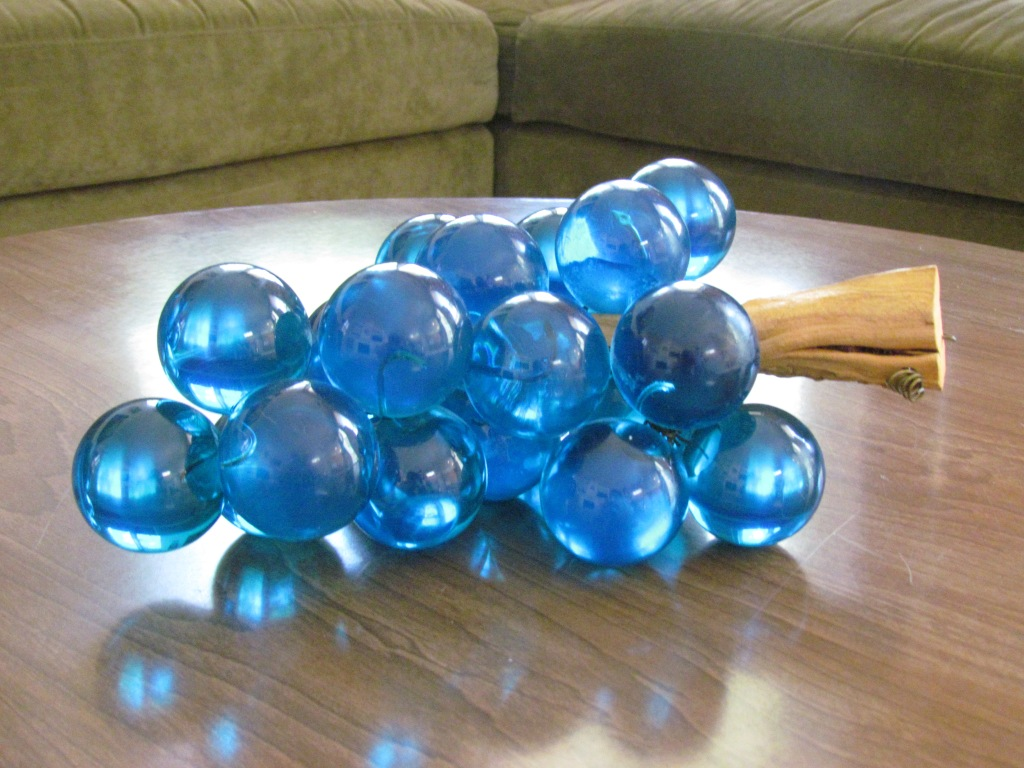 Ta -Daaaaaaa!!!!!!My very own bodacious bunch of blue lucite grapes.